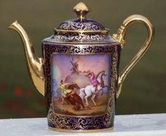 Konvička na kávu * modrý porcelán s malovaným obrázkem, zdobený zlatem.