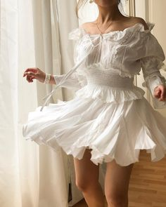 My own definition of a floral dress: the one that resembles the flower itself 🌸 Which flower do you think this dress look like? Dress Outfits, Fashion Dresses, Dress Up, Cute Outfits, White Dress Outfit, Pretty Dresses, Beautiful Dresses, Look Fashion, Womens Fashion