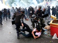 Thai police fire teargas at anti-government protesters – Nov 25th, 2012