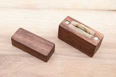 Contenitore di anello in legno di noce nero  di BelisamaCrafts