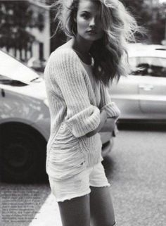 baggy sweater + shorts = <3