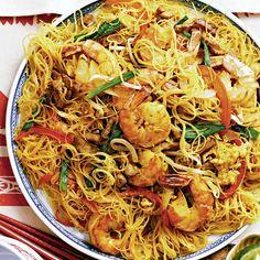 For a veggie version: replace pork and shrimp with 1 lb g) cubed tofu. Shrimp Recipes Easy, Noodle Recipes, Seafood Recipes, Healthy Dinner Recipes, Asian Recipes, Chicken Recipes, Cooking Recipes, Ethnic Recipes, Easy Recipes