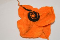 broszka z filcu kwiat duża oranż w hand made by justka na DaWanda.com