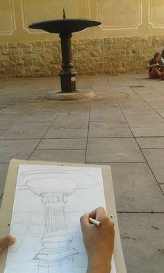 Els més grans del taller de dibuix i Pintura realitzant paisatges en el nucli antic de Sarrià durant el curset de juliol 2014/15.