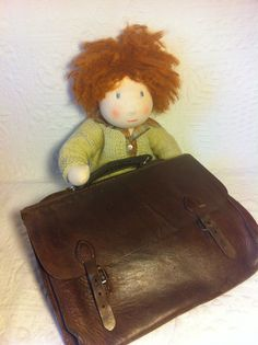 Un poupon Waldorf - Delhi Didii Leather Backpack, Satchel, Dolls, Bags, Baby Dolls, Handbags, Satchel Bag, Doll, Dime Bags