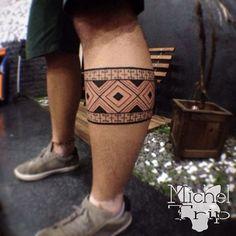 Resultado de imagem para tatuagem faixa perna