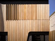 Red cedar? regular board length - rotation adds depth & shadow - colour variation due to difference in weathering