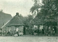 Een oude smederij op het Oosteinde Vriezenveen. Holland, Cabin, House Styles, Painting, Home Decor, Nostalgia, The Nederlands, Decoration Home, Room Decor