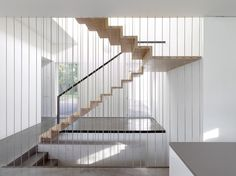Image 18 of 28 from gallery of A Single Family House / Christian von Düring. Photograph by Thomas Jantscher Stair Railing Design, Stair Handrail, Railings, Lobby Design, House Staircase, Staircase Ideas, Interior Architecture, Interior Design, Modern Stairs