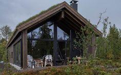 Bildegalleri - Sjemmedalhytta Sedum Roof, Italy House, Building A House, Build House, Cabins In The Woods, Exterior Design, Gazebo, Beach House, Sweet Home