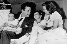 Vintage Photos Of Hollywood Mamas Chilling With Their Rita Hayworth and husband Orson Welles with children Rebecca and Christopher. Rita Hayworth, Golden Age Of Hollywood, Classic Hollywood, Old Hollywood, Sandra Bullock, Caricatures, Cinema, Old Movie Stars, Orson Welles