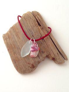 """Leder Halskette mit Meerglas-Anhänger """"Flame"""" von MeerSchmuck"""