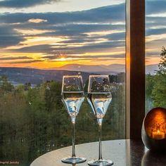 """""""Ich schaue in die Ferne und träume von ...""""  #träumen #reisen #steirerhof #wellness #urlaub #hotel #dersteirerhof Alcoholic Drinks, Wellness, Wine, Glass, Vacation, Travel, Alcoholic Beverages, Drinkware, Liquor"""
