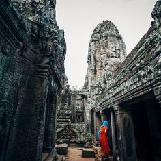#travelwithblend  Siem Reap #Cambodia Exploration time leads us to Siem Reap Cambodia again with Ms. St. Clair. The shot of the #Muslim woman exploring Angkor Wat is one of my personal all-time favorite travel shots. I love that the image almost looks black and white except for her vivid colors dress and headscarf. More than anything this shot feeds the wanderlust part of my soul that is constantly seeking to explore the unknown. #travelphotography #wanderlust #stockphotography #blendimages…