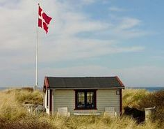 Denmark A very austere take on a beach hut, this Danish beach hut blends into the tall grass. Beach House Pictures, Denmark Travel, Denmark Tourism, Sailing Day, Danish Culture, Nordic Chic, Surf Shack, Beach Cottages, Beach Huts