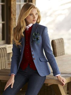 fall jackets from Gorsuch -- MERCEDES: I really like this blazer and the vest underneath in the contrast color. Sophisticated and not flashy. This (in whichever color you like best or the William & Sons blazer are my favorite blazers) Preppy Outfits, Mode Outfits, Preppy Style, Fall Outfits, Fashion Outfits, Womens Fashion, Style Androgyne, Look Jean, Suits For Women