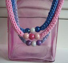 ketting punniken met kralen.....pretty necklaces!