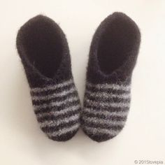 (Notitle) Disco is a simple sweater that can be knit in hand-colored Pickles Big Fuzz, plain BEg Fuzz or soft, delicious Pickles Cozy. The sweater is a wide and. Easy Knitting, Knitting Socks, Short Models, String Bag, Crazy Socks, Knit Picks, Market Bag, Knitted Bags, Wool Felt