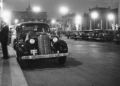 um 1936 Berlin - Autos vor dem Hotel Adlon (Ifz-Archiv) ☺