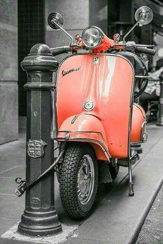 Vespa love the color Piaggio Vespa, Scooters Vespa, Lambretta, Motor Scooters, Apex Scooters, Vespa Motorbike, Vintage Vespa, Vespa Retro, Vintage Cars
