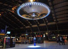 Un Ovni en la estación de trenes Lille en Francia