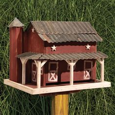 Amish Primitive Barn with Tin Roof Bird Feeder