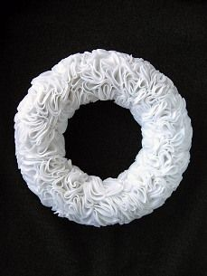 no sew rosette wreath tutorial - gorgeous for a wedding!