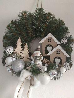 Wooden Christmas Crafts, Handmade Christmas Decorations, Christmas Projects, Xmas Decorations, Holiday Crafts, Vintage Christmas, Christmas Holidays, Christmas Ornaments, Christmas Arrangements