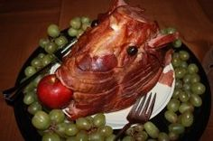 "Turn a ham into a ""boar's head."" Perfect for a medieval feast!"