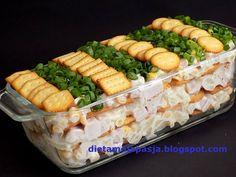 Sałatka sypana z krakersami i szynką Pasta Salad, Hot Dogs, Dairy, Appetizers, Cheese, Ethnic Recipes, Food, Recipies, Crab Pasta Salad