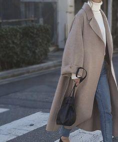 ワイドスリーブ ロング ウールガウンコート ミルクベージュ Winter Fashion Outfits, Look Fashion, Fall Outfits, Autumn Fashion, Womens Fashion, Japanese Winter Fashion, Latest Fashion, Fashion Trends, Outfits Inspiration