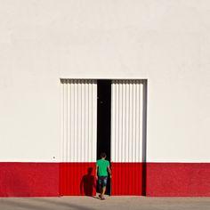 It's Complicated — artchipel: Serge Najjar aka Serjios Space Photography, Minimal Photography, Photography Lessons, Urban Photography, Creative Photography, Amazing Photography, Street Photography, Abstract Photography, Design Set
