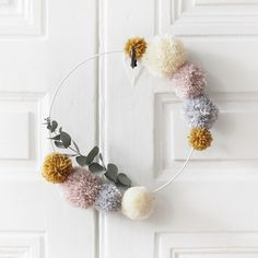 The pretty shop is associated with the young French brand Minus to design a pompom crown full of sweetness and poetry! Colors of the pompoms: powder pink, beige, mustard and light gray. Made in France ♥ Pom Pom Crafts, Yarn Crafts, Diy And Crafts, Arts And Crafts, Pom Pom Diy, Pom Pom Kranz, Diy Projects To Try, Craft Projects, Diy Pompon
