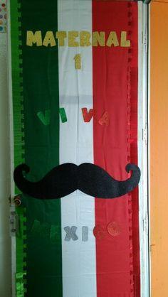 Puerta decorada de fiestas patrias de Mexico