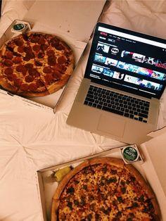 (notitle) - InstaStories - - Netflix And Chill - Lenora Veggie Pizza, Healthy Pizza, Pizza Foto, Comida Pizza, Winter Date Ideas, Margarita Pizza, Pizza Casserole, Netflix And Chill, Pizza Party