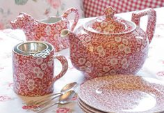 Beautiful floral-inspired Burleigh pottery | Heart Home magazine