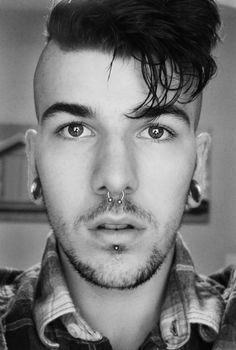Steven Smith not sure who but . Septum Piercing Men, Full Beard, Hipster Man, Stretched Ears, Pretty Men, Mens Fashion Shoes, Body Modifications, Male Face, Facial Hair