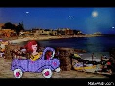 My Video Chicas al volante (aplicaciones en crochet) is an animated gif that was created for free on MakeAGif.