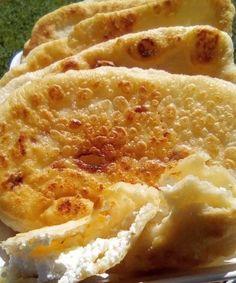 """Νόστιμη συνταγή μαγειρικής από """"Tzeni Tsanaktsidou-ΑΓΑΠΑΜΕ ΜΑΓΕΙΡΙΚΗ!!!!! ΑΓΑΠΑΜΕ ΖΑΧΑΡΟΠΛΑΣΤΙΚΗ!!!!!!"""" ΥΛΙΚΑ: 1 φακελακι ξερη μαγια 1 κουπα χλιαρο νερο(250 ml),1 κ.γ.ζαχαρη,1 κ.γ.αλατι,5 κ.σ.σπορελαιο ,500 γρ αλευρι +1 κ.σ 250 γρ τριμμενη φετα ΕΚΤΕΛΕΣΗ: Βαζουμε σε ενα μπολ Cheese Bread, Greek Recipes, Bread Baking, Cooking Time, Macaroni And Cheese, Brunch, Food And Drink, Appetizers, Snacks"""
