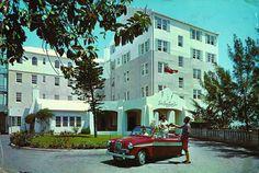 Vintage shot of the hotel's entrance!