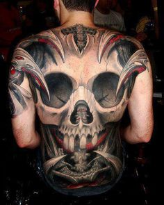 Skull tattoos are very versatile tattoo designs, and a popular skull tattoo design incorporates both skulls and roses. Tattoos that include both a skull and a rose often denote the contrast of life and death, or beauty and decay. Insane Tattoos, Tattoos 3d, Scary Tattoos, Tattoo Henna, Kunst Tattoos, Sugar Skull Tattoos, Badass Tattoos, Body Art Tattoos, Awesome Tattoos