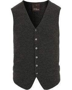 Oscar Jacobson Tailor Extra Fine Merino Slipover Dark Grey Melange i gruppen Kläder / Tröjor hos Care of Carl (14309111r)