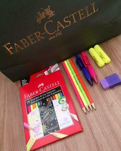 AMO material de papelaria. @faber_castell_br deixando meu dia muito mais feliz Essa caixa de lápis de cor com cores especiais (neon/metálica/pastel) SÃO LINDAS... Tksss! Voltando a pintar meu livro de colorir em 3.2.1... #FaberCastell #Materialescolar #GarotasConsumistas #RemataFernandes Snap GConsumistas #Renata #youtuber - www.garotasconsumistas.com.br