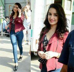 She is mah fav~rishita Indian Celebrities, Bollywood Celebrities, Bollywood Stars, Bollywood Fashion, Bollywood Heroine, Shraddha Kapoor Cute, Sraddha Kapoor, Prettiest Actresses, Beautiful Bollywood Actress
