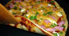 Pizza na pánvičku 4 lžícezakysaná smetana 4 lžícemajonéza 2 ksvejce 9 lžíchladké mouky špetkasůl olivový olej