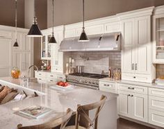 Love the color scheme and seating. A great article with tons of Kitchen seating ideas!