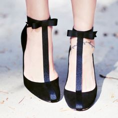 Amp up your old pumps or flats with this pretty T-strap, ankle bow SHOE DIY for a fresh pair of party shoes for the holidays!