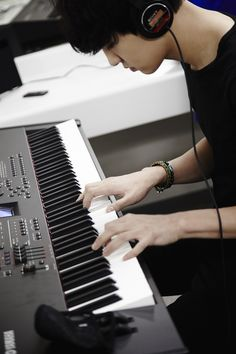 chanyeol playing the piano. #chanyeol #exo #exok