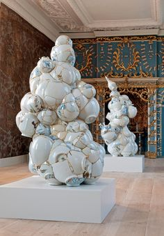Translated vase installation-scene solo-show 2009 Oranienbaum Dessau Germany Contemporary Sculpture, Contemporary Ceramics, Contemporary Artists, Kintsugi, Art Actuel, Bokashi, Paperclay, Arte Popular, Assemblage