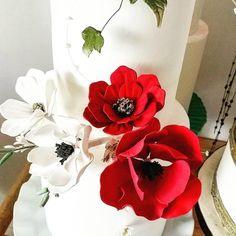 Sugar flowers by Danijela Lilchickcupcakes